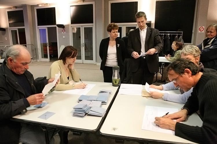 Bureaux de vote derri re le vote il y a - Fermeture bureau de vote ...